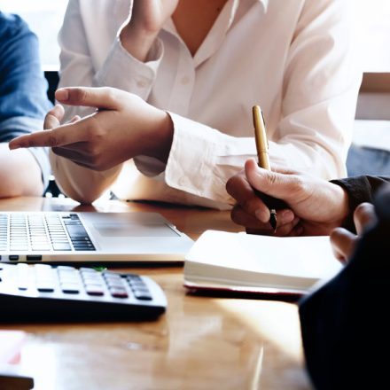 5 Things to Consider While Choosing Right Business Consulting Experts