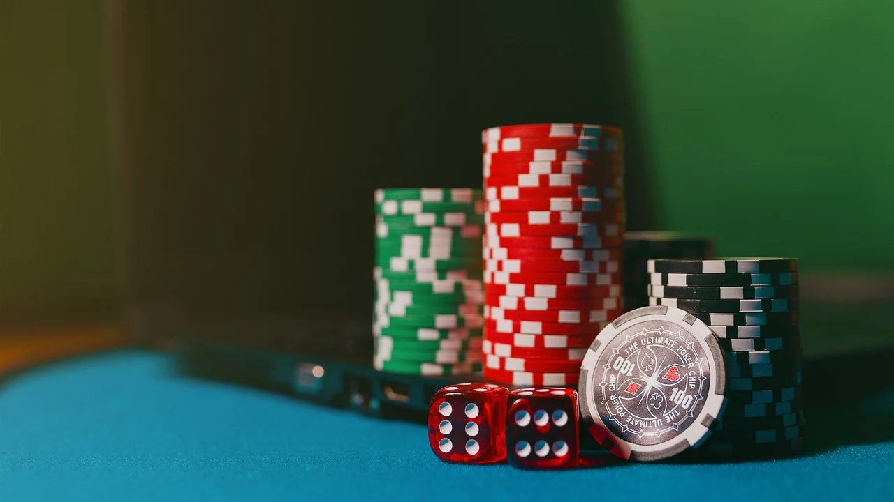 Try an online gambling site and be a part of the best ever gambling experience
