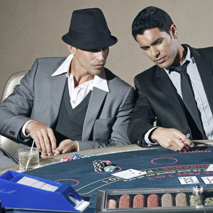 Things to know while choosing an online gambling