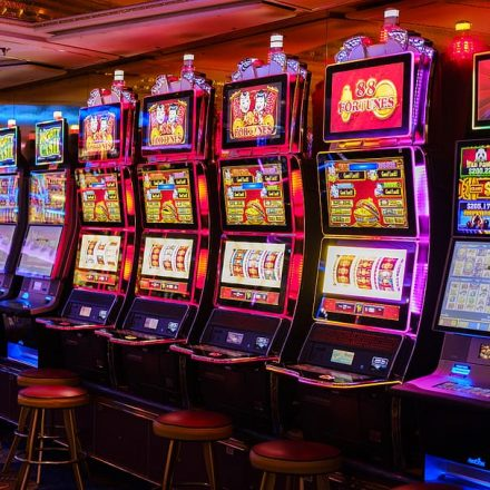 Top-Notch Advantages Of Playing Online Slot Machine Game